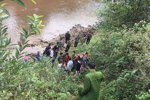 Lào Cai: Phát hiện thi thể cô gái bị chôn bên bờ suối