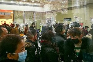 Bệnh viện Vũ Hán chật cứng bệnh nhân như 'ngày tận thế'