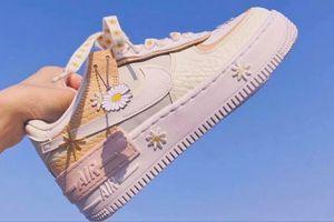 Dân tình săn tìm giày Nike trang trí hoa cúc giá từ 3,5 triệu đồng