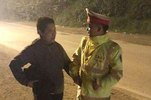 Tìm gia đình cho người phụ nữ lang thang trong đêm đường Hà Nội