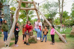 Du khách ùn ùn đổ về Lễ hội Xuân Ecopark 2020