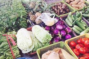 Thị trường ngày 3 Tết: Rau xanh tăng giá, mặt hàng thực phẩm ổn định