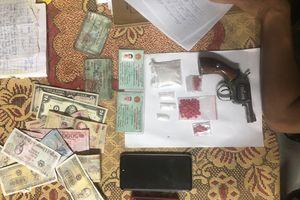 Bắt đối tượng có súng tàng trữ số lượng lớn ma túy