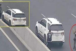 Phạt nặng nữ tài xế ngang nhiên đỗ xe chụp ảnh trên cao tốc