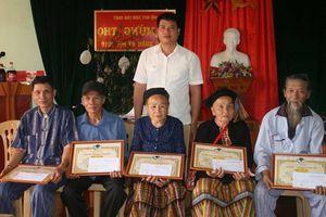 Các địa phương trên địa bàn tỉnh Nghệ An tổ chức mừng thọ cho các cụ từ 70 tuổi