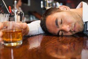 BS hướng dẫn 8 bước cần làm để tránh tử vong khi bị ngộ độc rượu dịp Tết