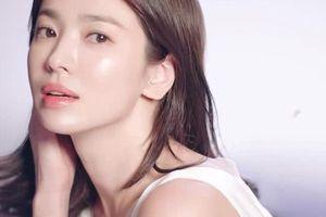 Song Hye Kyo khoe làn da căng bóng không tỳ vết ở tuổi 39