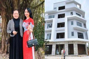 Choáng trước căn biệt thự siêu to Hòa Minzy xây tặng bố mẹ ở quê: Đúng là con gái nhà người ta đây rồi!