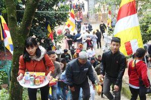 Hà Tĩnh: Hàng nghìn du khách về khai hội chùa Hương Tích