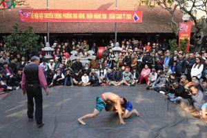 Trai làng Mai Động đọ sức ở Hội vật đầu Xuân Canh Tý 2020