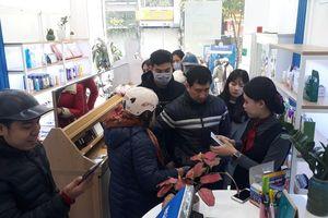 Chuỗi cửa hàng ở Hà Nội phát miễn phí cho mỗi người... một khẩu trang dùng 1 lần