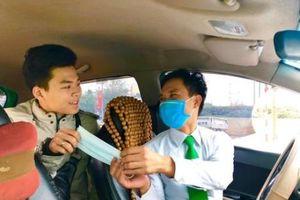 Tập đoàn Mai Linh tặng khẩu trang miễn phí cho lái xe, khách hàng