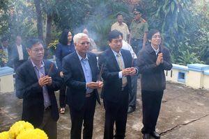 Dâng hương tưởng niệm tại công trình thủy lợi đập Đồng Cam