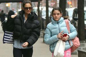 Con gái Tom Cruise lớn phổng phao, ra dáng thiếu nữ xinh đẹp ở tuổi 14