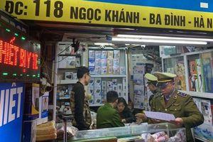 Chùm ảnh: Phát 6.000 khẩu trang miễn phí cho công dân tại Khương Đình
