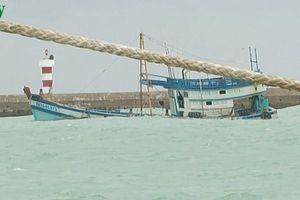 Cứu vớt 7 ngư dân bị nạn trên biển