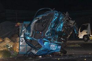 Xe khách tông bẹp dúm đầu ô tô tải, 3 người thiệt mạng
