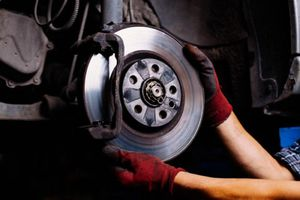 Những tác hại của việc không thay dầu phanh ô tô định kỳ