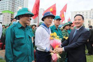 Khánh Hòa: Tiễn 1.986 thanh niên lên đường làm nhiệm vụ bảo vệ Tổ quốc