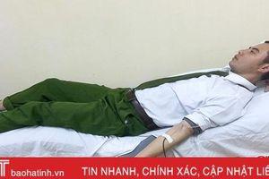 Chiến sỹ cảnh sát cơ động hiến máu sống cứu người