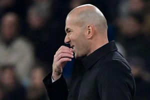 HLV Zidane tông xe trên đường đến sân tập của Real và cái kết khó ngờ
