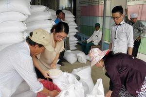 Kiểm tra thông tin người dân phản ánh gạo cứu trợ có mùi hôi