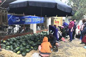 Hội Phụ nữ quận Hà Đông chung tay hỗ trợ nông dân Gia Lai tiêu thụ dưa hấu