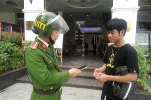 Hà Nội: Công an giúp người dân tìm lại điện thoại sau 30 phút bị mất