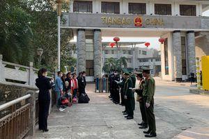 Tiếp nhận, cách ly 22 công dân Việt Nam do Trung Quốc trao trả