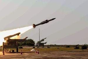 Phòng không Syria đánh chặn tên lửa trên không phận Damascus