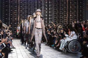 Bất chấp dịch bệnh, Tuần lễ thời trang London vẫn quy tụ nhiều thương hiệu đình đám