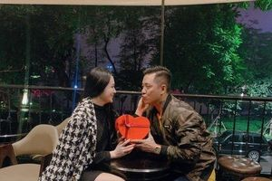 Sao Việt khoe hàng hiệu, hoa hồng và những lời chúc ngọt ngào được tặng ngày Valentine