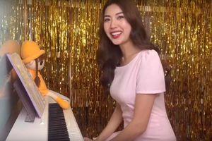 Ngọt ngào như Á hậu Thúy Vân: Đàn hát cực tình cảm, tự tay chuẩn bị món quà tặng bạn trai dịp Valentine
