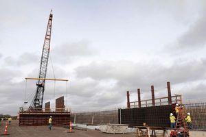 Lầu Năm Góc chi thêm gần 4 tỷ USD xây tường bao biên giới