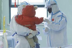 Bé 9 tháng tuổi nhiễm virus corona được chữa khỏi