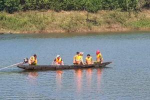 Chìm thuyền chở 12 người trên sông, 3 người tử nạn