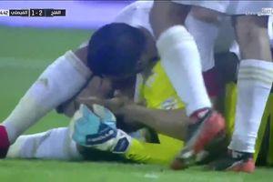 Khó tin cảnh thủ môn đánh đầu giúp đội nhà gỡ hòa ở những giây bù giờ cuối cùng