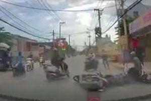 Truy bắt băng cướp dùng bình xịt hơi cay chống trả người đi đường