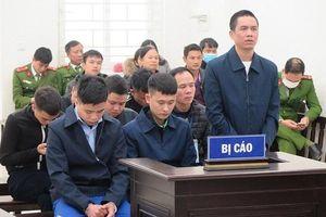 Hà Nội: Xét xử nhóm đối tượng chém 2 người thương vong khi đi đòi nợ hộ