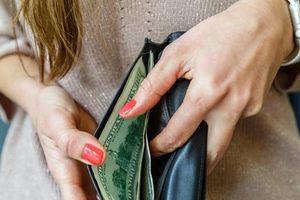 Vì sao bạn nên luôn giữ một tờ tiền mệnh giá lớn trong ví của mình?