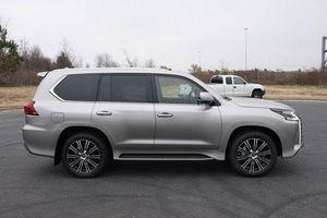 Cận cảnh SUV giá hơn 8 tỷ đồng của Lexus