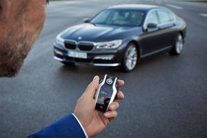 Chìa khóa thông minh ô tô hết pin, làm sao khởi động xe?