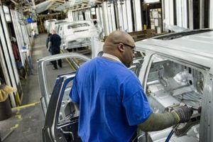 Ảnh hưởng của virus Covid-19 lan đến ngành sản xuất ô tô châu Âu và GM