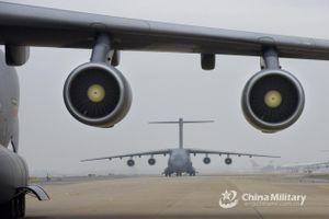 'Lực sĩ bay' Y-20 thể hiện uy lực tại Vũ Hán, Trung Quốc