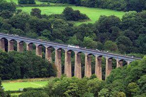 Đi thuyền qua cầu nước cao 38 m ở xứ Wales