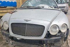 Xe siêu sang Bentley Continental vỡ nát 'bỏ xó' ở Hà Nội