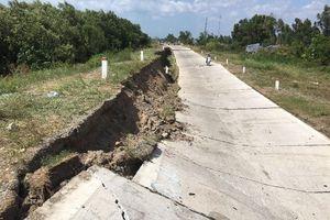 Sụt lún nghiêm trọng đường phòng hộ đê biển Tây