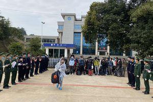 Tiếp nhận 67 công dân Việt Nam do lực lượng chức năng Trung Quốc trao trả