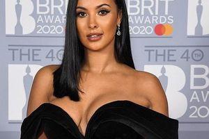 Nữ MC đài BBC mặc váy quá trễ nải đến mức hớ hênh vòng 1