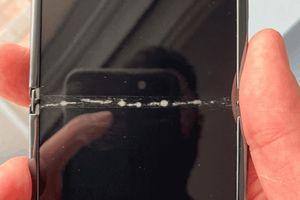 Galaxy Z Flip 36 triệu bị nứt màn hình ngay khi vừa ra mắt